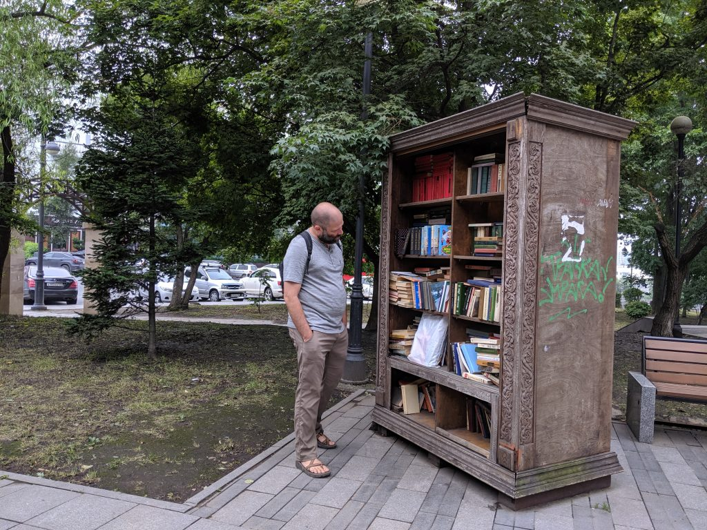 "A ""Little Free Library"" in Vladivostok"